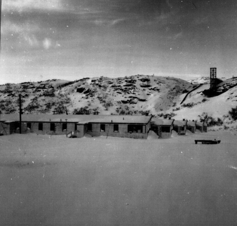 Narsarsuaq Hospitals tomme træbarakker. Foto