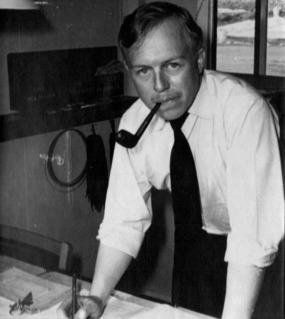 Oversergent Melvin Erik Pedersen på Vagtmesterkontoret (Stationskontoret). Foto 1961.