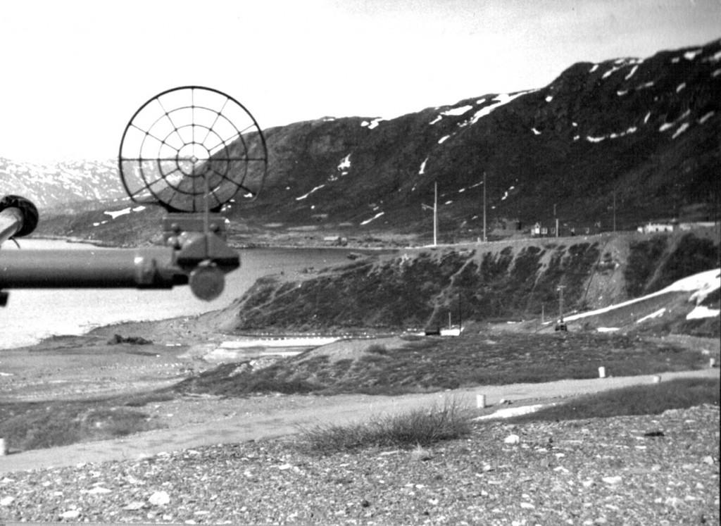 Sigte på kanon på Flådstation Grønnedal. Udsigt mod Flagpladsen