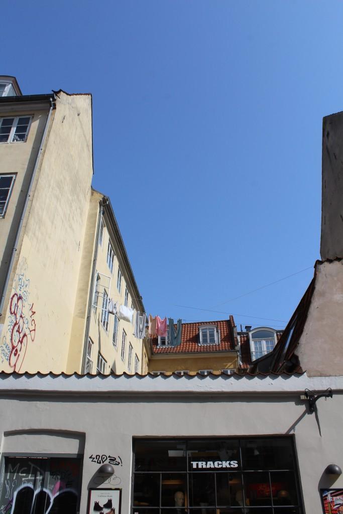 Larsbjørnsstræde. Latin Quarter. Drying wet clothes between backyard houses. Photo 9. april 2918 By erik k Abrahamsen.