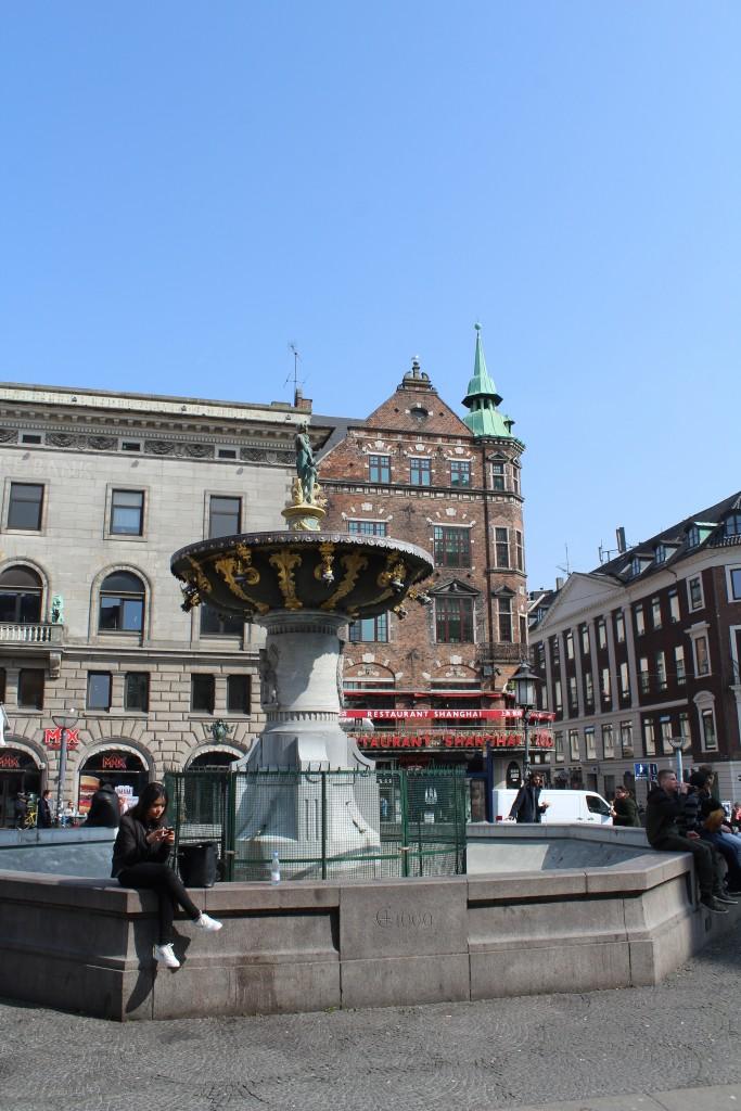 Gammal Torv - Ols Square. Caritas Fountain built 1609. Photo 9. april 2019 by Erik K Abrahamsen.
