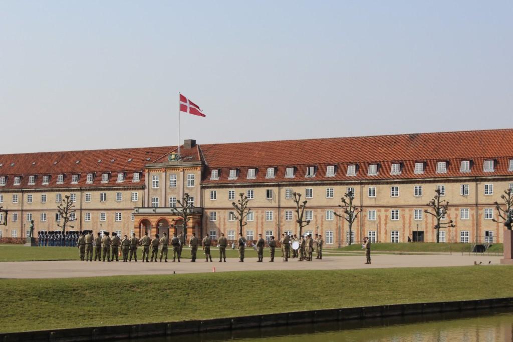 Queen Life Guard Barrak at Rosenborg. Livgardens Kaserne. Photo 9. april 2918 by Erik K Abrahamsen.
