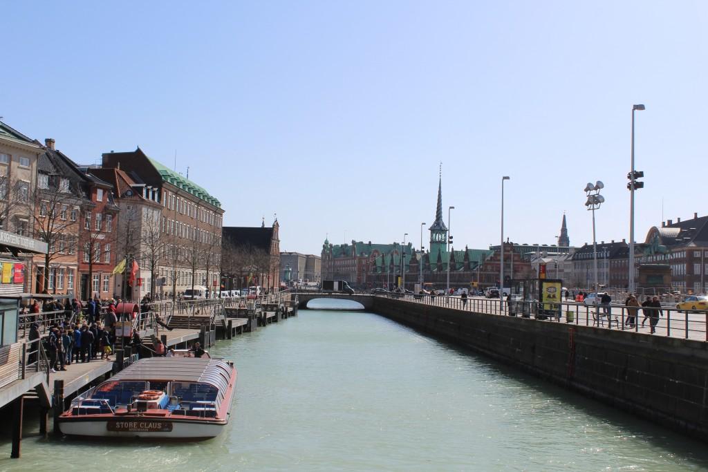 View to Slotsholmen Kanal and Slotsholmen with Børtsen built 1617-19 Phoot 11. april 20918 by Erik K Abrahamsen.