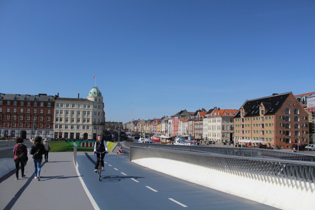 View from nnew walk-and bike bridge in direction to Nyhavn