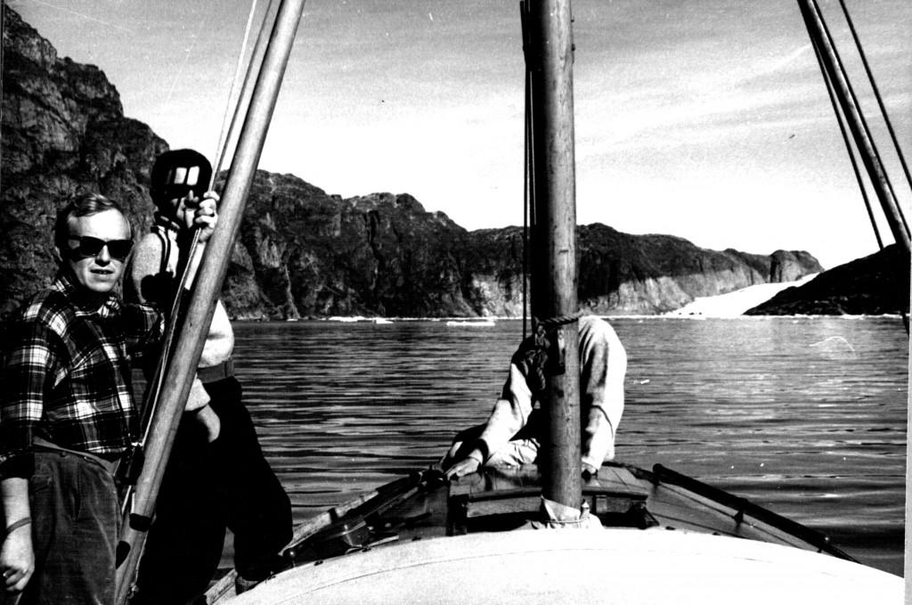 Med yurbås på vej ind til Arsuk Isbræ. Foto 1961
