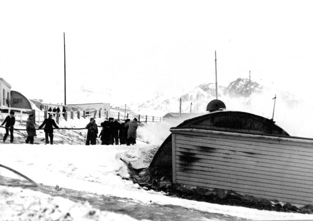 Brandslukning af brand i Flådestations Vaskeri: Foto 1061.