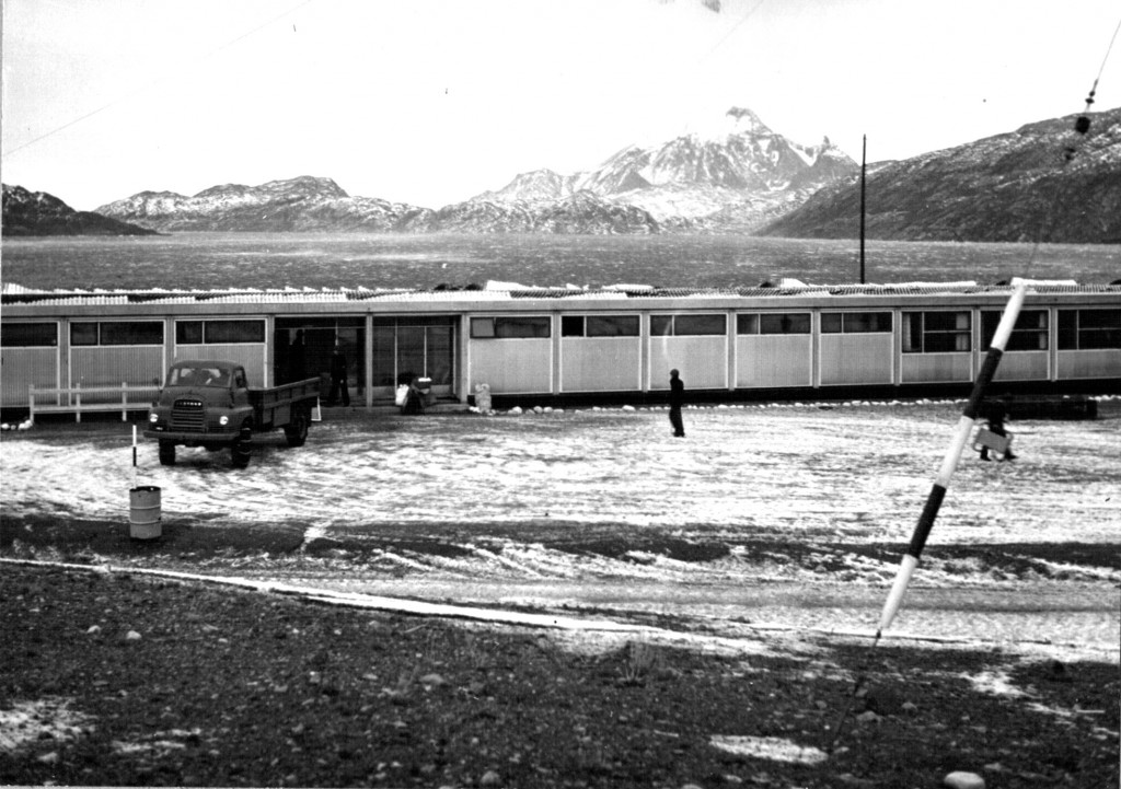 Maskinbanjens tagkonstruktion ødelagt under en syd-ost orkan. Foto 1961