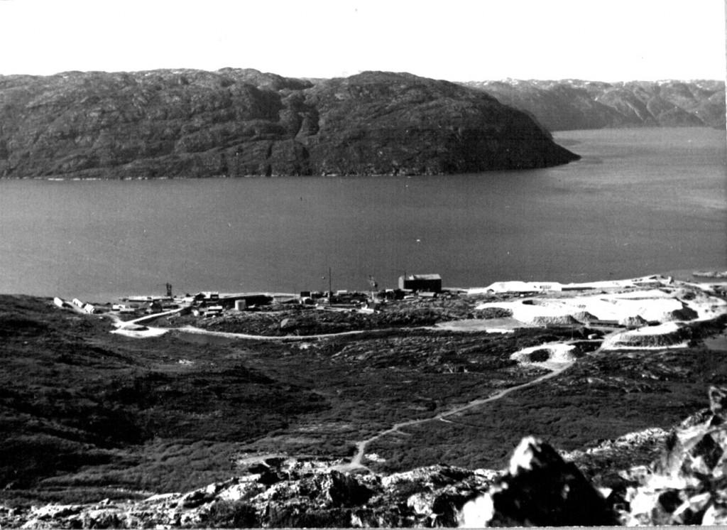 Udsigt ud over Ivigtut og Arsuk Fjord. Foto 1961.