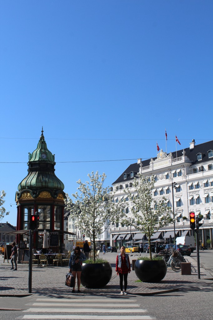 Kings Square - Kongens Nytorv - view to Hotel DÁngleterre. Photo 9. may 2018 by Erik K Abrahamsen.