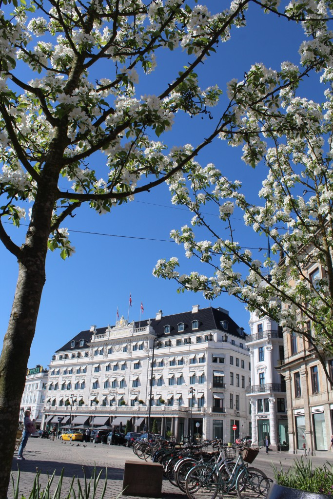 Kings New Square - Kongens Nytorev. View to Hotel D´Angleterre. Photo 9. may 2018 by Erik K Abrahamsen.