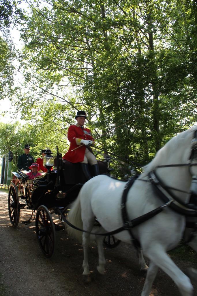Dronningen og Mljøministeren ankommer til Esrum Møllegårs og Kloster den 29, maj 2018 kl. 16. Foto 29. maj 2018 af Erik K Abrahamsen
