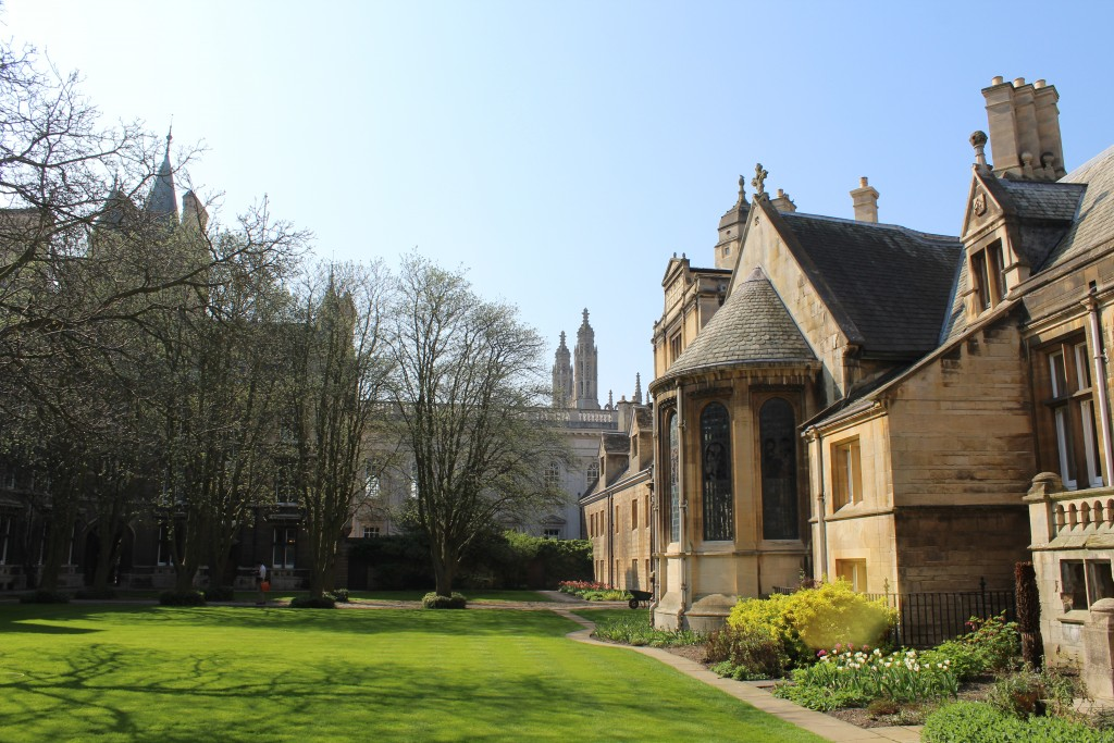 Gonville and Caius College courtyard. Pho in direction to Senate House and King´s Chapel. Photo 20. april 2018 by Erik K Abrahamsen.
