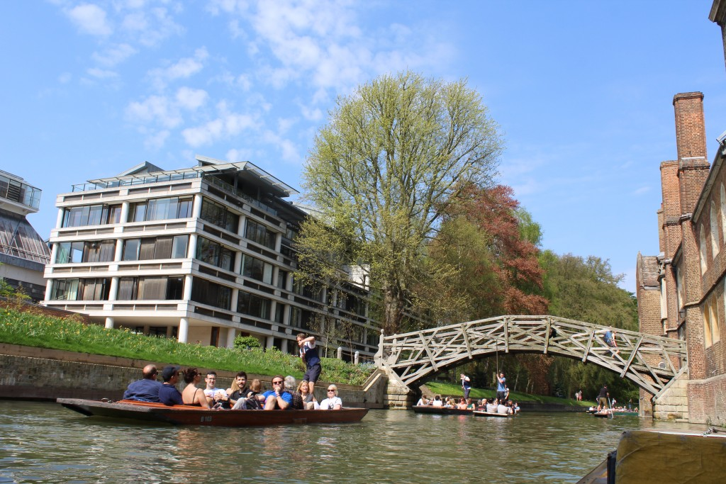 River Camp. View from our flat boat to Mathematical Bridge. At right on photo Queens College. Photo 21. april 2018 by Erik K Abrahamsen