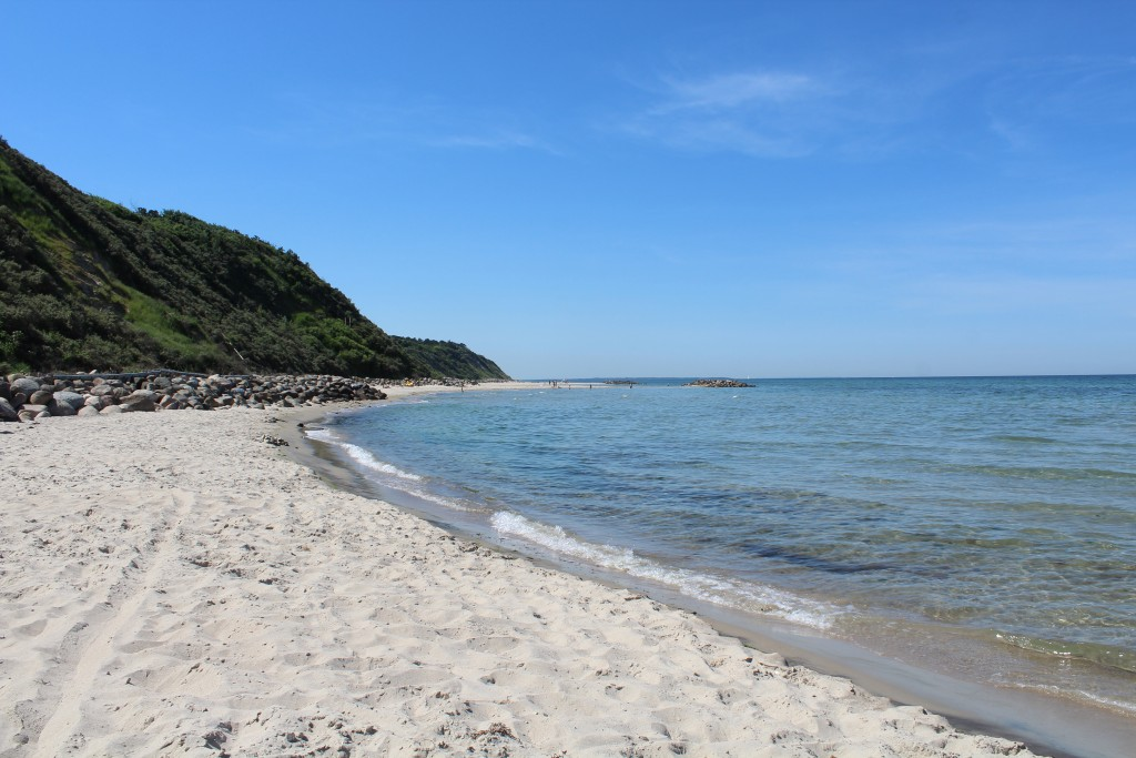 Hyllingebjerg beach. View in direction west to Sjælland Odde ion horizon