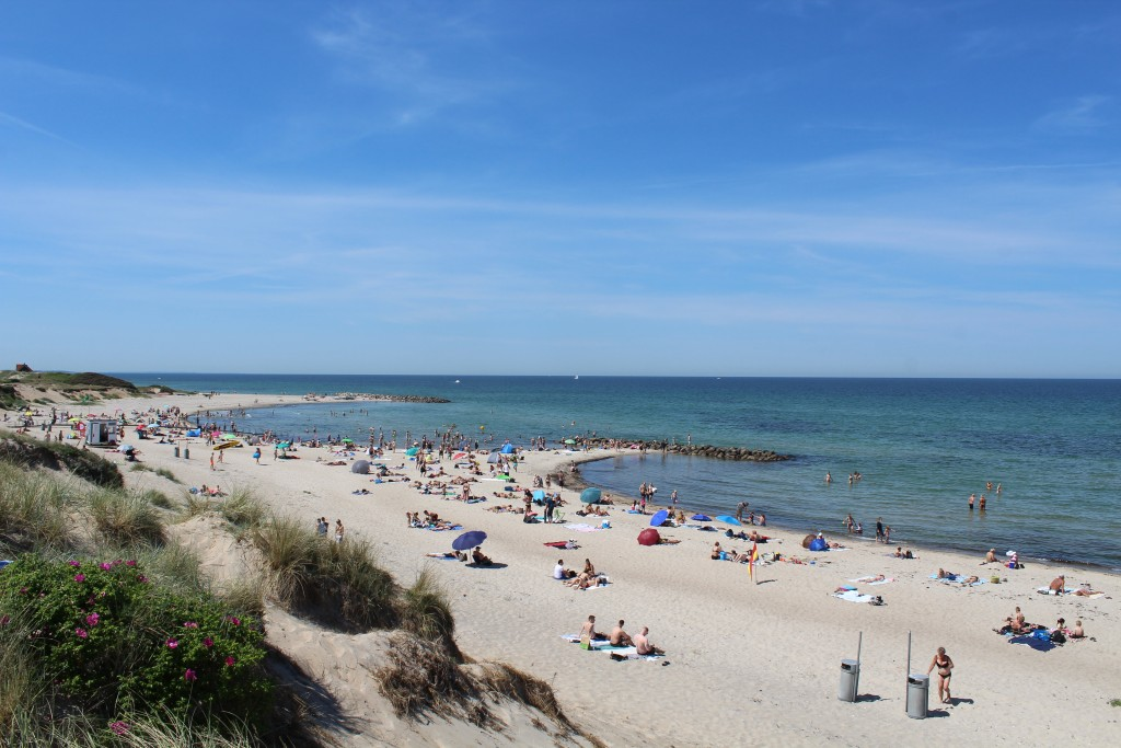 Liseleje Beach. View in direction west to 2 breakwaters, Phoot 2. june 2018 by erik k abrahasme