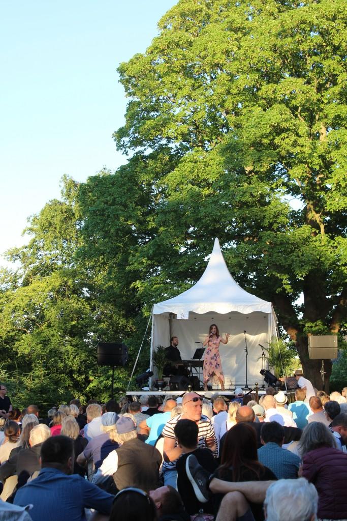 Maria Lucia syner på scene 5. Foto den 5. juni 2018 kl 20.30-50 af Erik K Abrahamsen