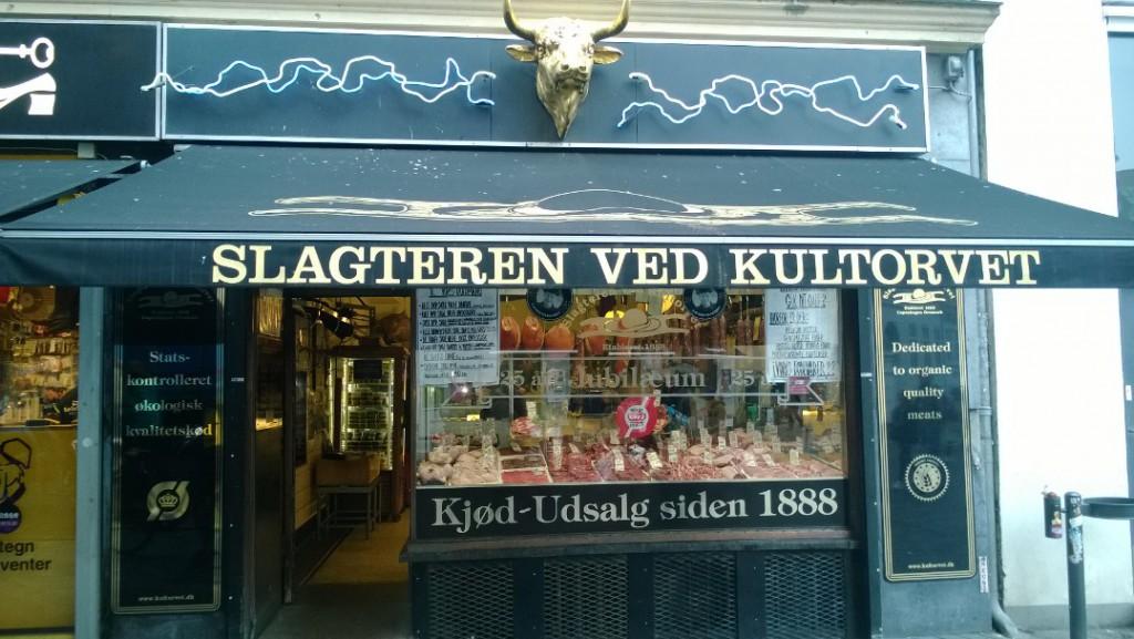 Slagteren ved Kultorver etableret 1888. udsalg af økologisk bæredygtigt kød far dyr opdrættet med god dyrevelfærd. Foto marts 2015 af erik K Abrahamsen