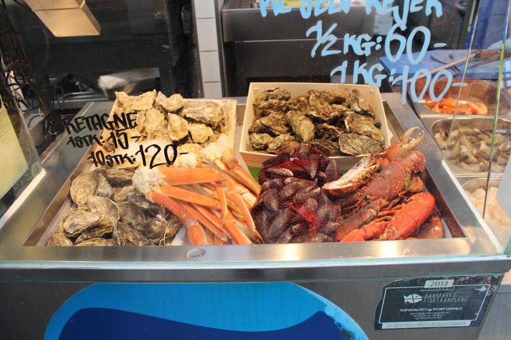 Udsalg fra specialbutik i Torvehaller med hummer, jomfruhummer, østres, muslinger og laks. Foto den 16. marts 2015 af Erik K Abrahamsen
