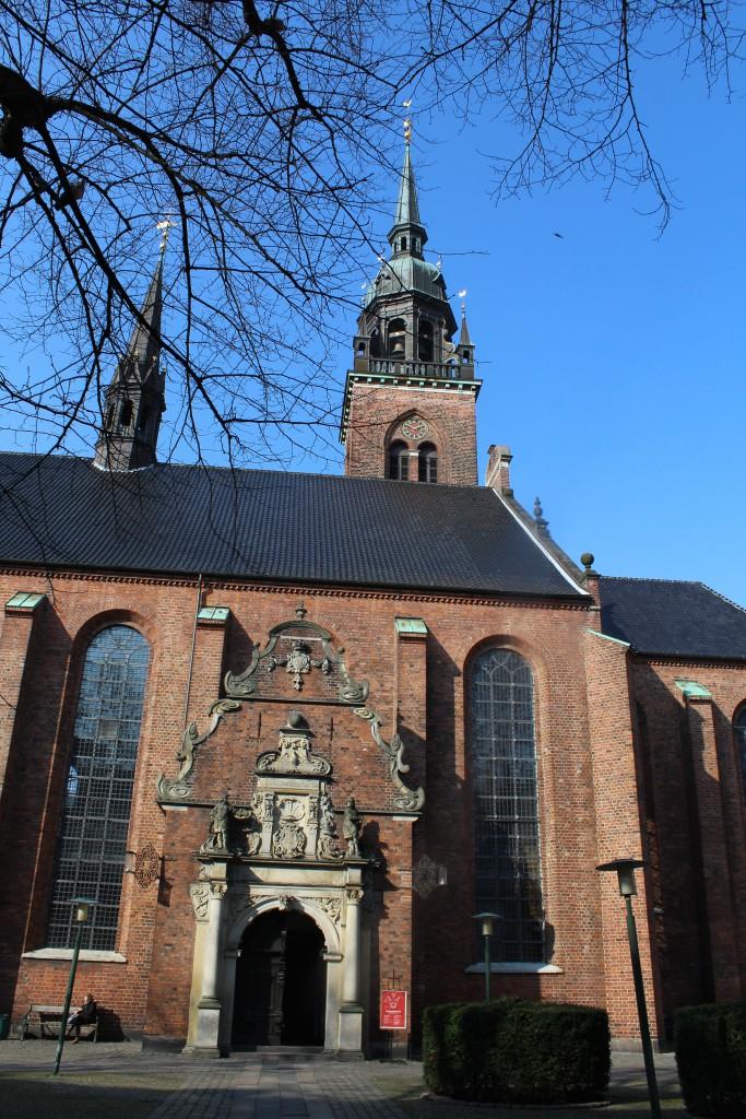 Helligåndskirken påbegyndt i 13-1400 tallet. Ombygget til gotisk kirke i 1469. Kirker nedbrænder under byens bran i 1728. Kirken genopføres af arkitekt I.C. Krieger i 1730´erne. Fot den 16. marts 2015 af Erik K Abrahamsen