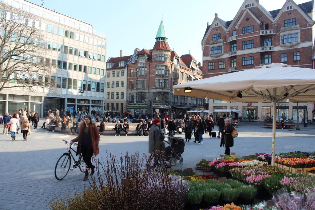 Kultorvet. Forårsstemning på den renovered plads. udsigt mod Købmagergade. Foto den 16. marts 2015 af Erik K Abrahamsen