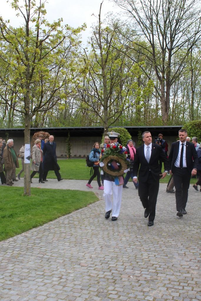 U.S.A´s ambassadør i Danmark ankommer til Mindehøjtideligheden. Foto den 4. maj 2015 af Erik K Abrahamsen