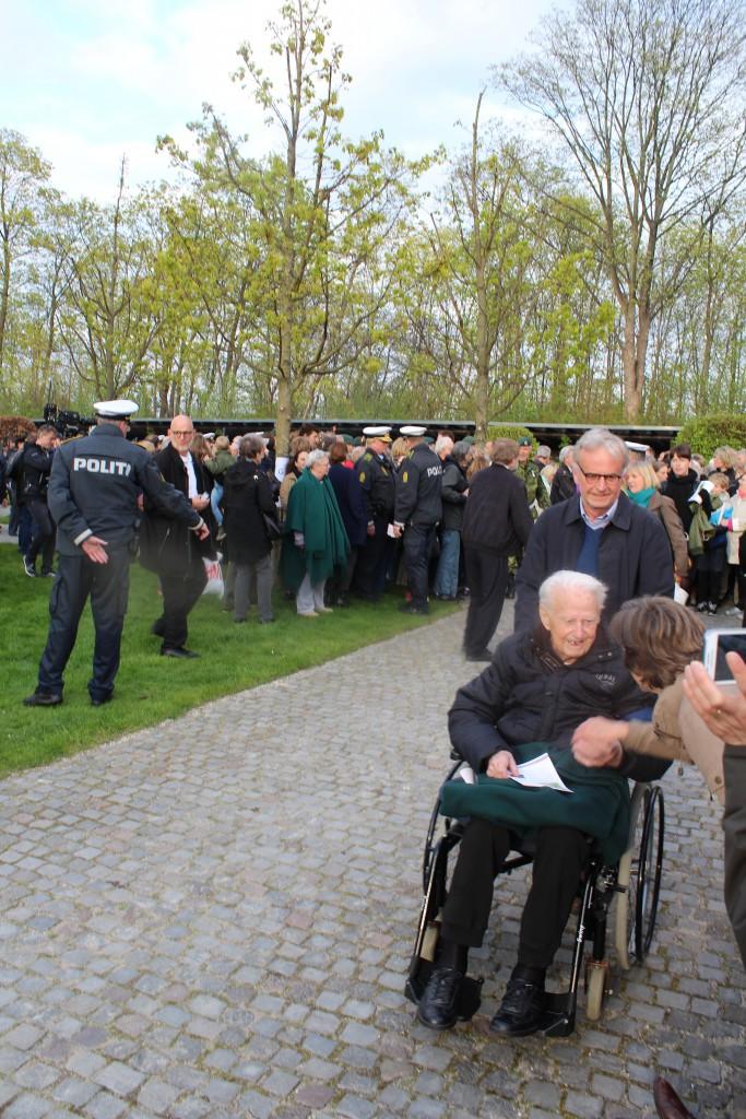 Personligt invitered gæster og frihedskæmpere ankommer til Mindehøjtideligheden. Foto den 4. maj 2015 af Erik K Abrahamsen