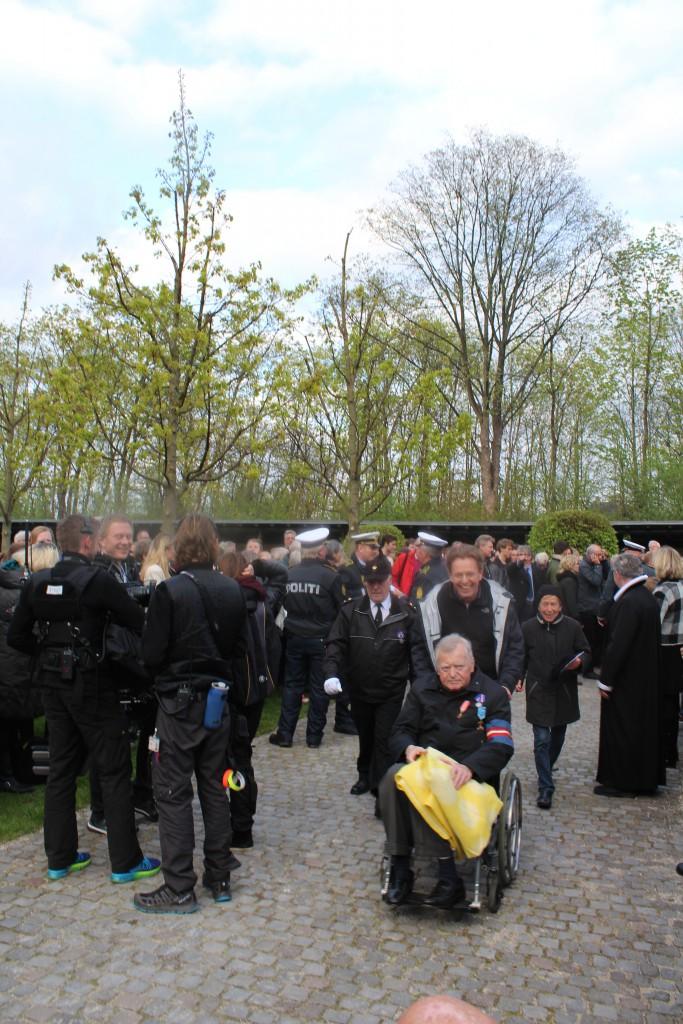 Personlint inviterede og frihedskæmpere ankommer til Mindehøjtideligheden. Foto den 4. maj 2015 af Erik K Abrahamsen