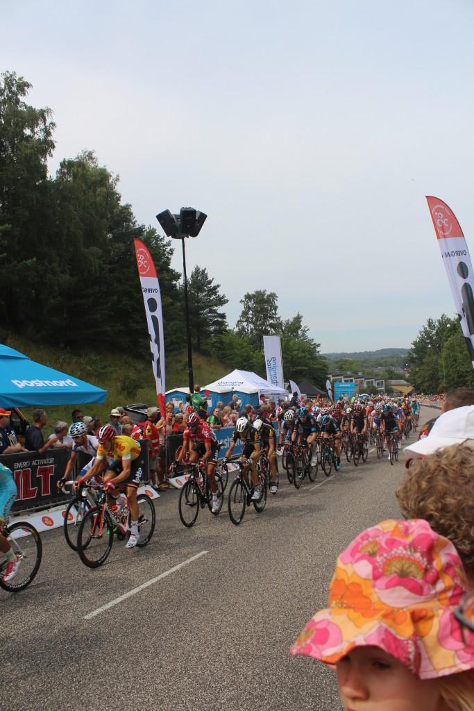 Finale spurt. Det førende felt 100 m før målsteregen i Frederiksværk i 4. etape Post Danmark Rundt 2015. Foto den 7. august 2015 af Erik K Abragahamsen