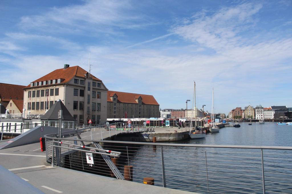 """""""Trangravsbroen"""" - walk-and bike bridge between H"""