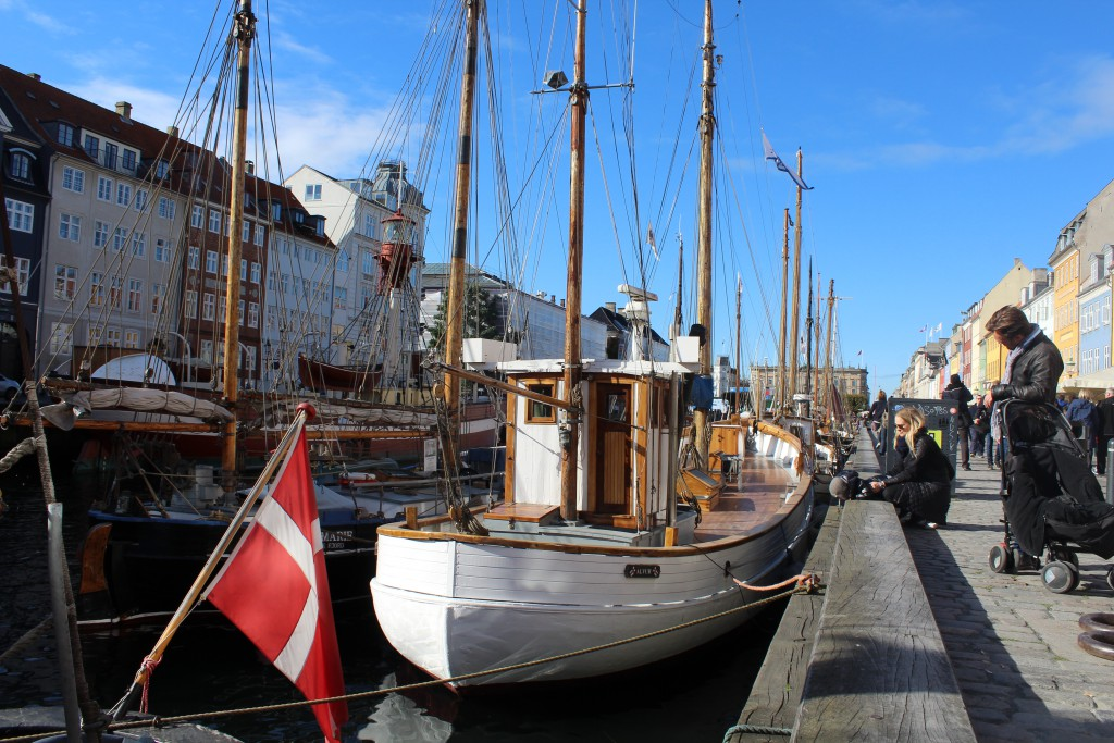 Nyhavn. Photo in direction north to Kgs. Nytorv in the distance. Photo 12. october 2015 by Erik K Abr