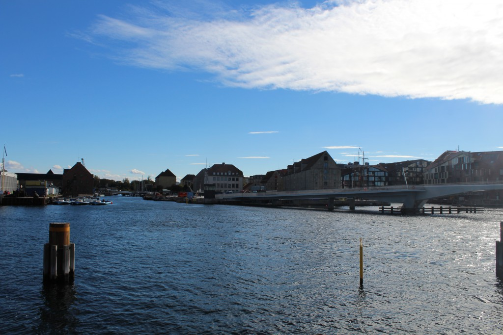 Copenhagen Inner Habour. Vie in direction the new walk-and bike bridge