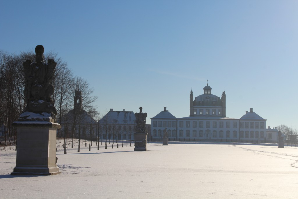 """Sculptor by Wiedewelt 1760-70 in """"Brede Allé"""". View in direction south to Fredensborg Castle. Photo 22. january 2016 by erik K Abrahamsen."""