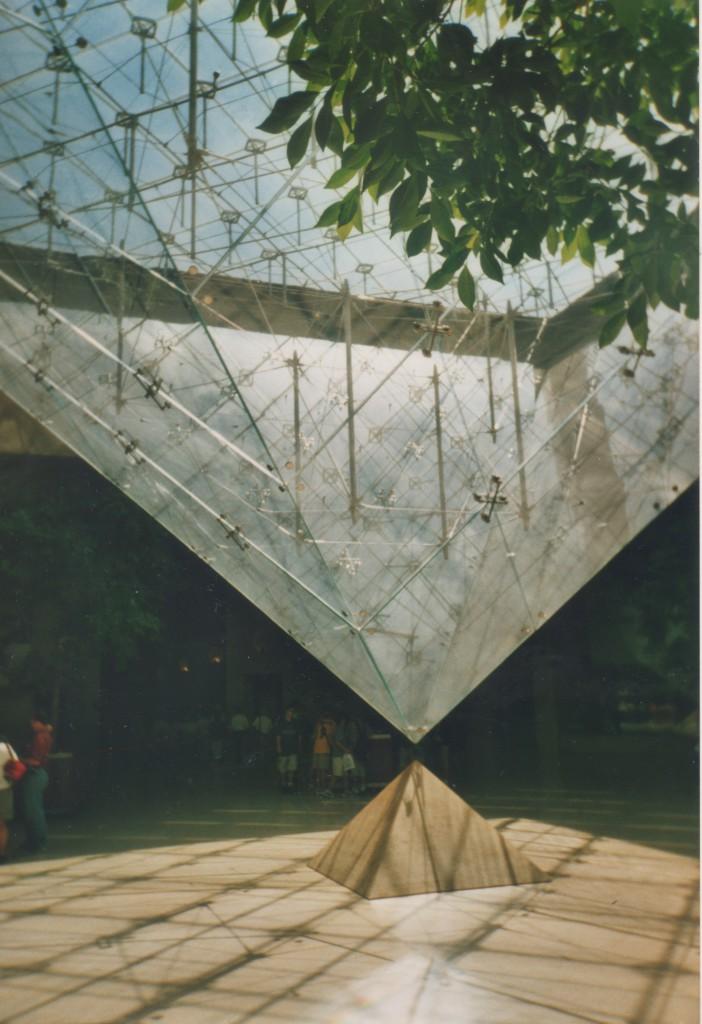 Musée de Louvre. Entrance Pyramide of glass.