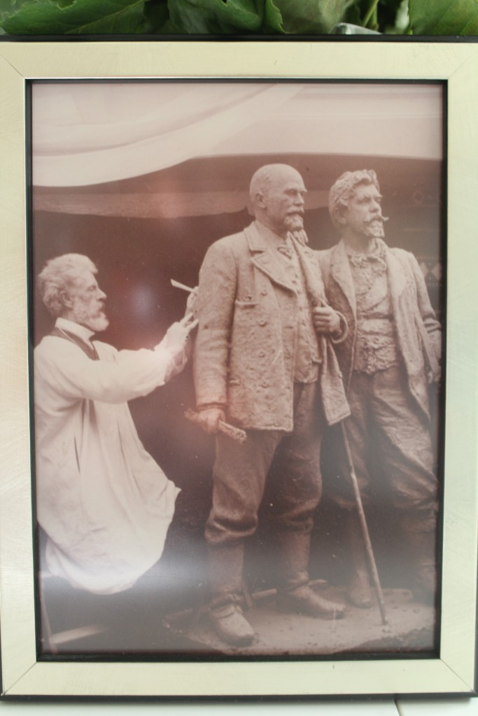 Laurits working on Doubble statue of Michael Ancher and P. S. Kryøer. 1908. Unknown photograph. Photo of original photo b may 2016 by erik K Abrahamsen.