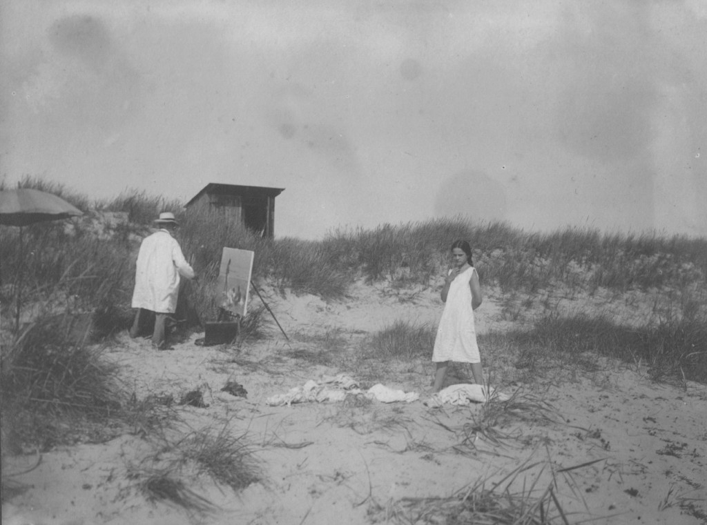 Laurits Tuxen painting on beach close to Villa Dagminne. Model is his eldest daughter Yvonne 13 years old. Phot from Laurits Tuxen private album 1902-27. Scanned 2. february 2016.