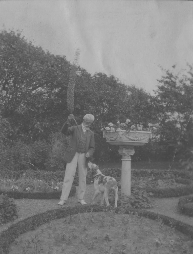 Laurits Tuxen with his dog in garden of Villa Dagminnne, Skagen. Photo from Laurits Tuxen private phoh
