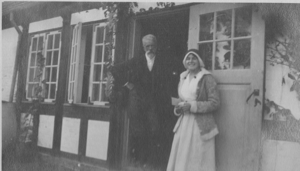 """Courtyard """"Villa Dagminne"""": Tuxen with his daughter Nina. Photo from Laurits Tuxen photo albom 19902-27. Scanned february 2016."""