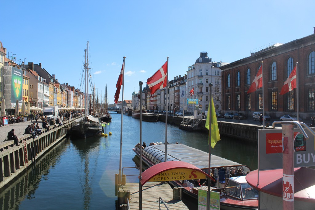 Nyhavn Canal - 400 metros long and 25 metros wide. View in direction south to Copenhagen Inner Harbour. Photo 20. april 2016 by Erik K Abrahamsen.