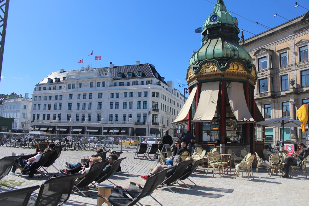 Kongens Nytorv - relax atmosphere this beautiful