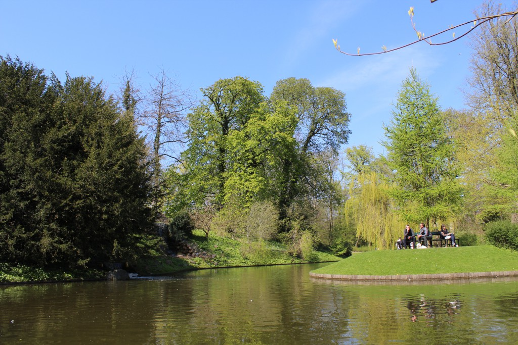 Island with grottos and spring (Kildegrotten). Photo 2. may 2016 by Erik Abrahasmen.