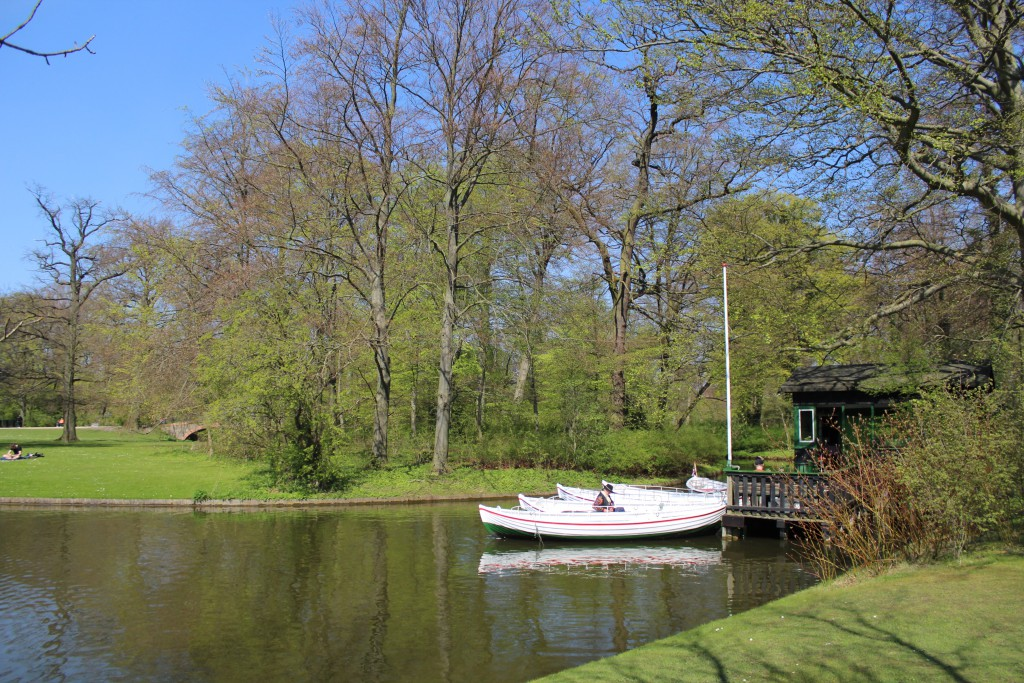 Hiring out boast in canals of Fredriksberg Garden. Photo 2. may 2016 by Erik K Abrahamsen.