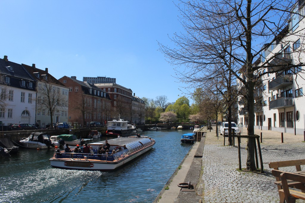 """Christianshavn Canal. View in direction west to """"Canalboat"""" with visitors. Phoot 4. may 2016 by Erik K Abrah"""