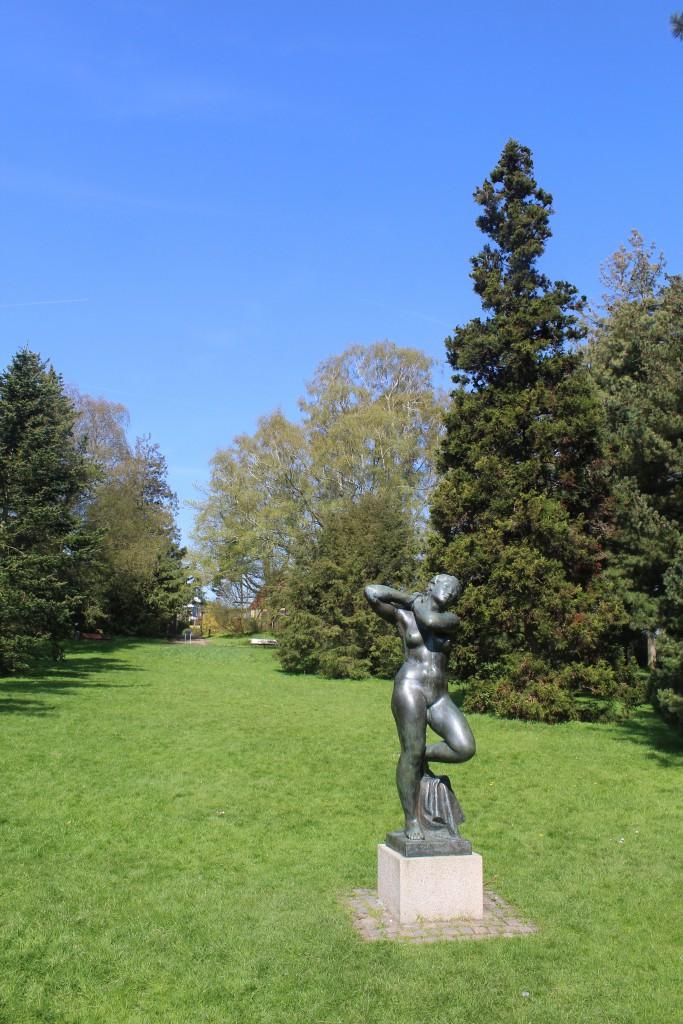 Aarhus Botanical Garden. Culptor in bronze. Photo 7. may 2016 by Erik K Abrahamsen.