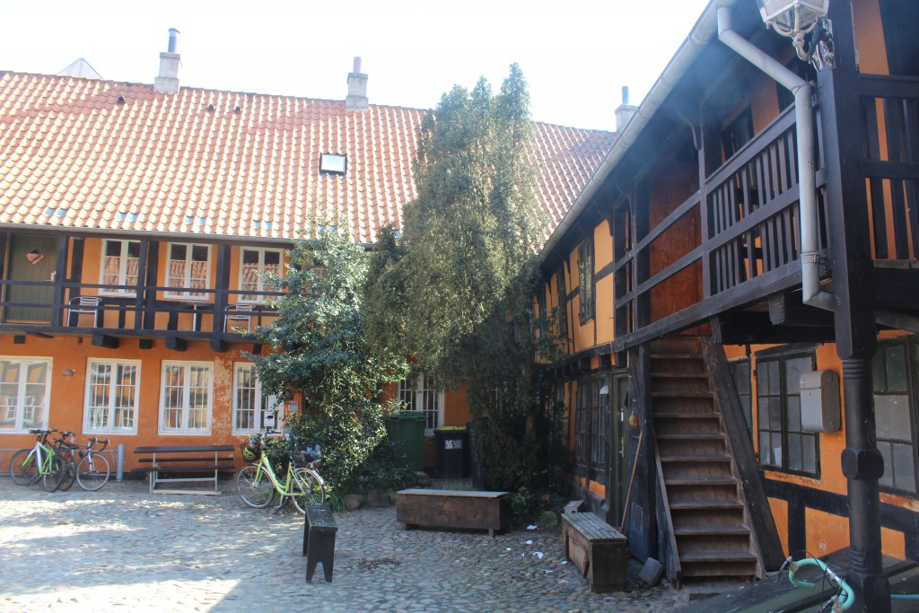 Courtyard to Vestergade 58 - open to public. Phot 7. may 2016 by Erik K Abrahamsen.