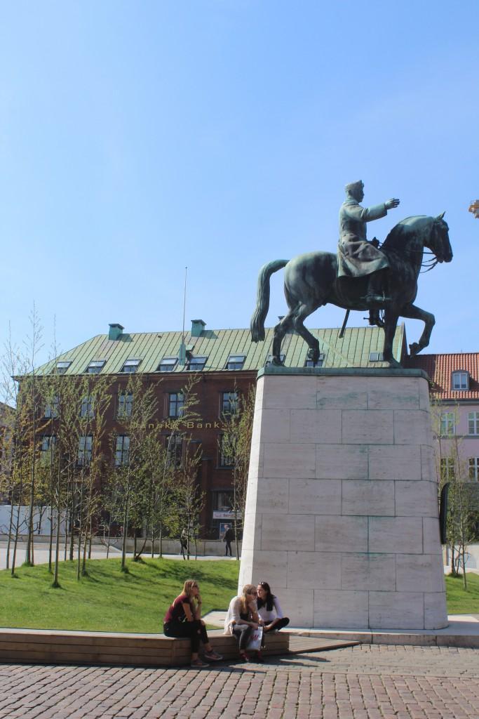 Statue of Christian 10. Photo 7