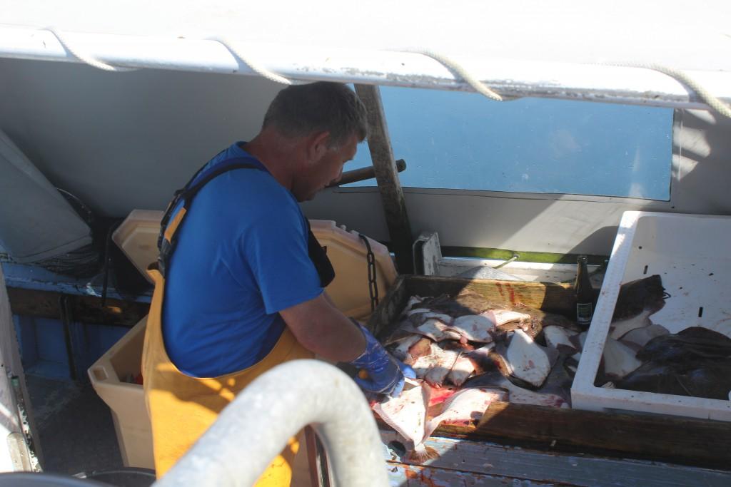 The fisherman prepare his fi