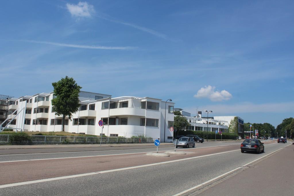 Belleaviste apartment buildings as neighbor to bellavue beach Complex
