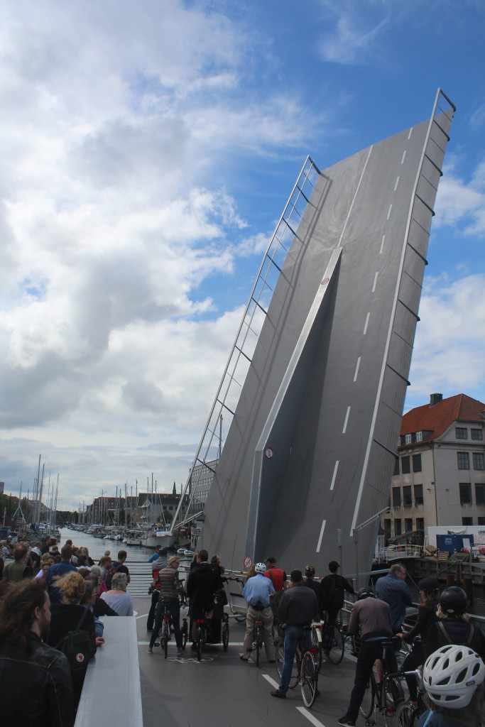 Walk- and bike bridge Trangravsbroen - leaf to Grønlandske Handelsplad is open