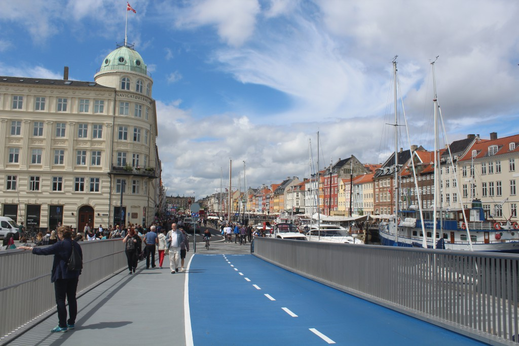 "The new walk-and bike brig ""Inderhavnsbroen"""