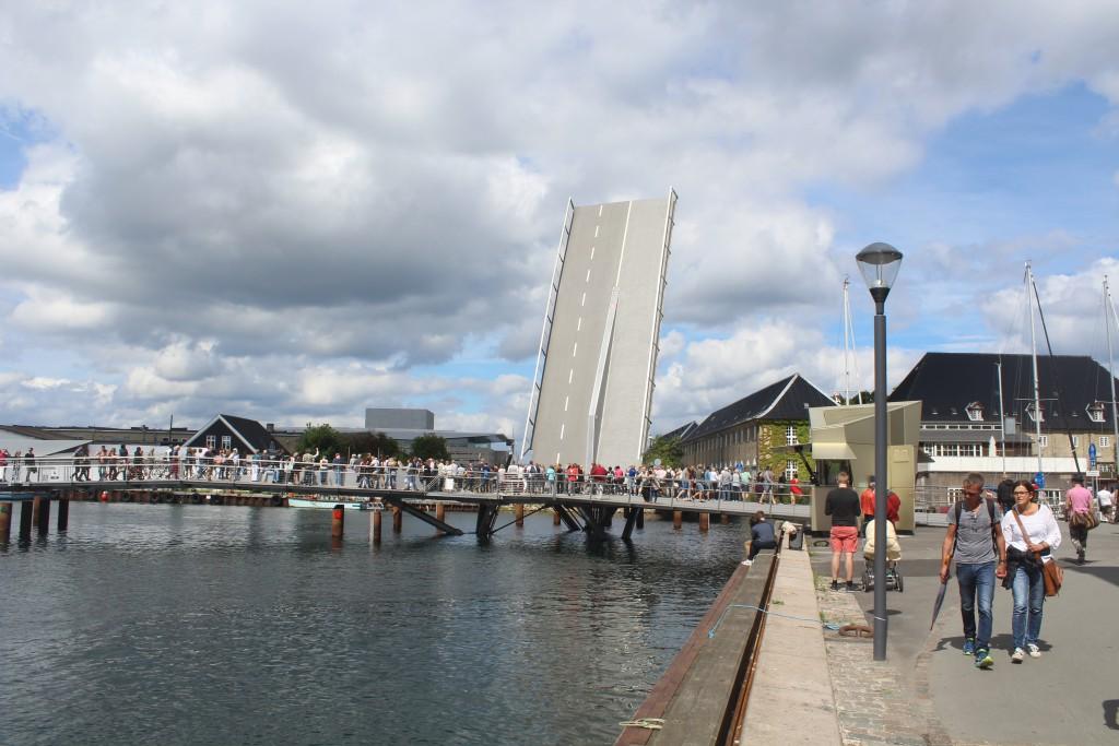 """Walk- and bike bridge """"Trangravsbroen"""" connect Grønlandske >Handels Plads and Iceland Plads on Christia"""